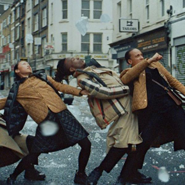 """Singing in the Rain"" – новый, экстремальный кампейн Burberry"