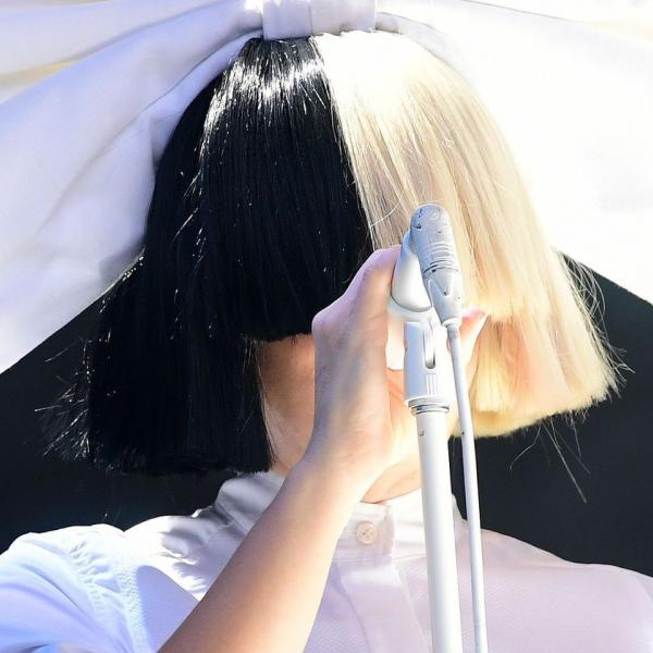 "Sia представила новый трек ""Angel By The Wings"""