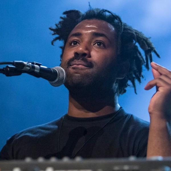 "Sampha представил новый трек ""(No One Knows Me) Like The Piano"""