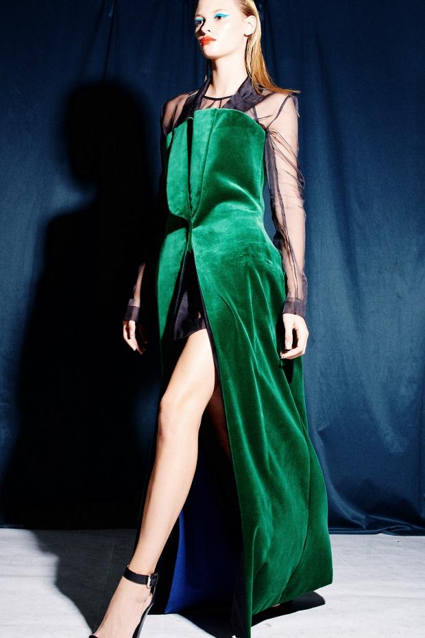 35715a28caa Выпускное платье в будуарном стиле из бархата — еще одна идея от дизайнера