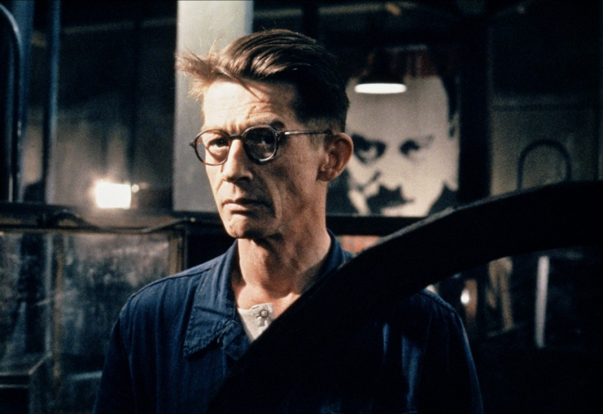 an introduction to the life of winston smith