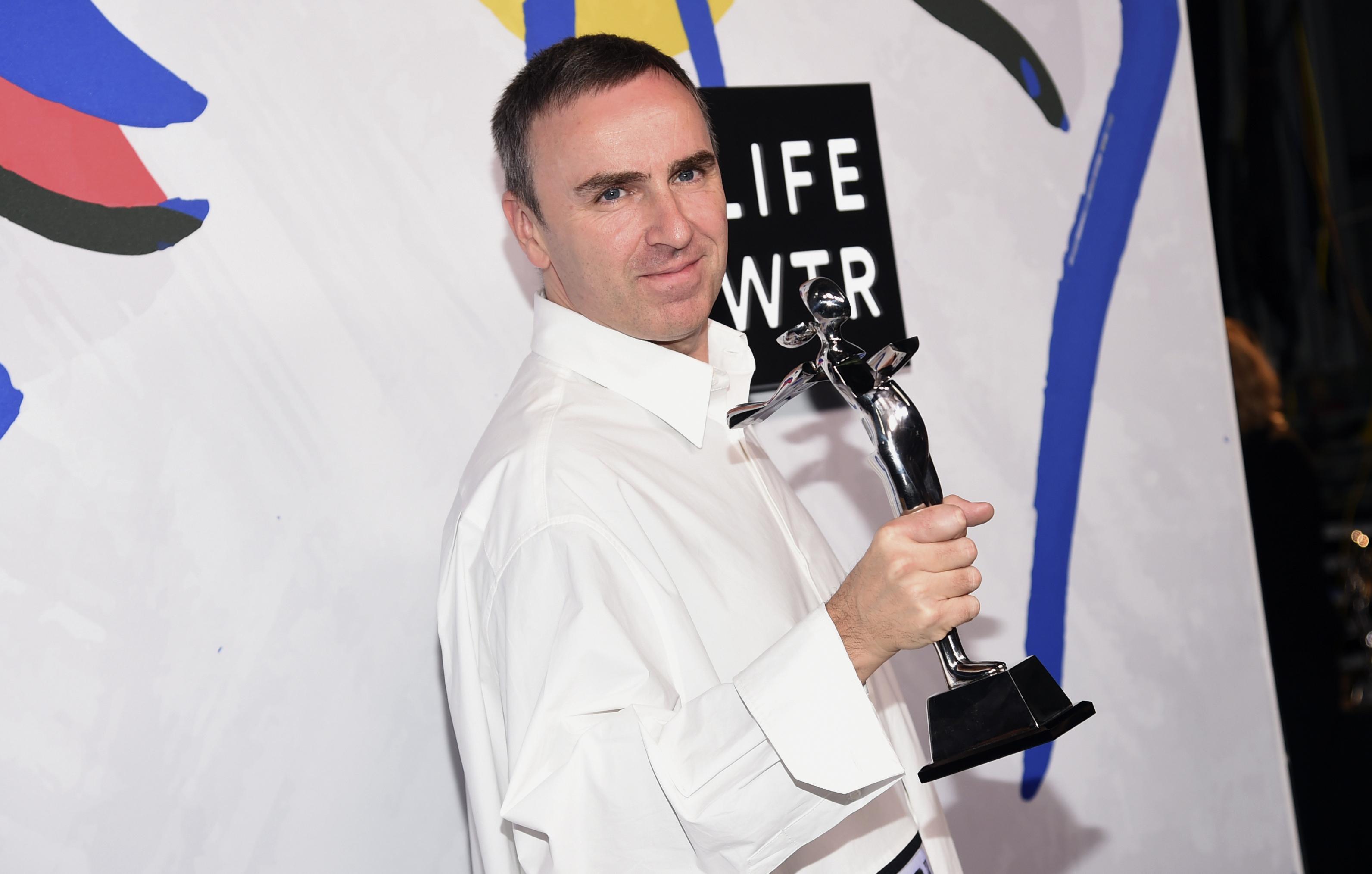 Грузинский дизайнер Демна Гвасалия стал обладателем американского фэшн-Оскара