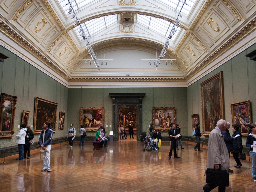 Эрмитаж вошел втоп-10 самых посещаемых музеев мира