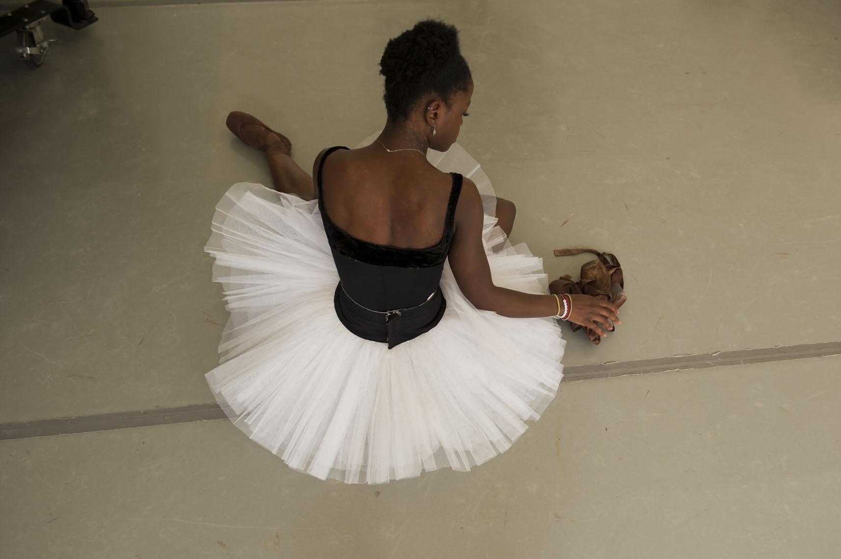 Мадонна будет кинорежиссером байопика озвезде балета Микаэле ДеПринс